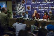 Его Святейшество Далай-лама встречается с журналистами в Профессиональном университете Лавли. Пхагвара, штат Пенджаб, Индия. 14 ноября 2015 г. Фото: Тензин Чойджор (офис ЕСДЛ)