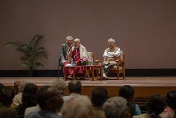 Далай-лама встретился с членами дипломатического корпуса штата Карнатака и прочел публичную лекцию в Национальном институте передовых исследований