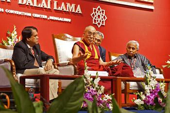 Далай-лама выступил с обращением на конференции в Национальном институте психического здоровья и нейронауки в Бангалоре