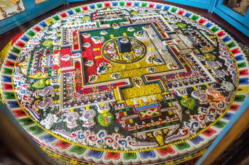 Далай-лама даровал учения по восьми великим тантрическим комментариям монастыря Гьюдмед