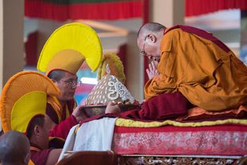В Сера Лачи провели молебен о долголетии Далай-ламы