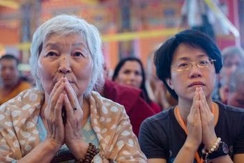 В Ташилунпо Далай-лама принял участие в торжественном открытии нового зала собраний и начал учения по комментарию на Праманасамуччаю
