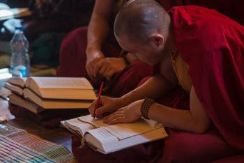 Третий день учений по восемнадцати коренным текстам и комментариям традиции Ламрим в Ташилунпо