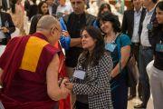"""Его Святейшество Далай-лама общается с участниками четвертого заседания """"Индийской благотворительной инициативы. Бангалор, Индия. 5 декабря 2015 г. Фото: Тензин Чойджор (офис ЕСДЛ)"""