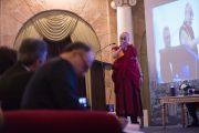 Его Святейшество Далай-лама выступает на встрече с членами дипломатического корпуса штата Карнатака. Бангалор, Индия. 6 декабря 2015 г. Фото: Тензин Чойджор (офис ЕСДЛ)