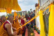 Его Святейшество Далай-лама и старшие монахи во время освящения нового здания офиса и резиденции Гаден Трипы. Мундгод, Индия. 8 декабря 2015 г. Фото: Тензин Чойджор (офис ЕСДЛ)