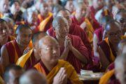 Чтение молитв в начале учений Его Святейшества Далай-ламы в тантрическом монастыре Гьюдмед. Хунсур, штат Карнатака, Индия. 9 декабря 2015 г. Фото: Тензин Чойджор (офис ЕСДЛ)
