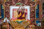 Его Святейшество Далай-лама дарует предварительное посвящение Гухьясамаджи в тантрическом монастыре Гьюдмед. Хунсур, штат Карнатака, Индия. 10 декабря 2015 г. Фото: Тензин Чойджор (офис ЕСДЛ)