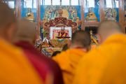 Его Святейшество Далай-лама продолжает даровать учения в тантрическом монастыре Гьюдмед. Хунсур, штат Карнатака, Индия. 10 декабря 2015 г. Фото: Тензин Чойджор (офис ЕСДЛ)