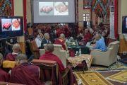 "Его Святейшество Далай-лама слушает доклад Павана Синхи на 30-й конференции института ""Ум и жизнь"" в монастыре Сера. Билакуппе, штат Карнатака, Индия. 14 декабря 2015 г. Фото: Тензин Чойджор (офис ЕСДЛ)"