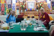 """Паван Синха делает доклад, посвященный """"Проекту Пракаш"""", в котором соединились научные и гуманитарные интересы, в первый день 30-й конференции института """"Ум и жизнь"""" в монастыре Сера. Билакуппе, штат Карнатака, Индия. 14 декабря 2015 г. Фото: Тензин Чойджор (офис ЕСДЛ)"""