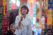 """Президент института """"Ум и жизнь"""" Сьюзан Бауэр-Ву выступает на открытии 30-й конференции, проходившей в монастыре Сера. Билакуппе, штат Карнатака, Индия. 14 декабря 2015 г. Фото: Тензин Чойджор (офис ЕСДЛ)"""