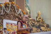 Его Святейшество Далай-лама дарует краткое учение в новом зале собраний в канцене Побхор в монастыре Сера. Билакуппе, штат Карнатака, Индия. 15 декабря 2015 г. Фото: Тензин Чойджор (офис ЕСДЛ)