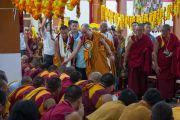 Его Святейшество Далай-лама на открытии нового зала собраний в канцене Побхор в монастыре Сера. Билакуппе, штат Карнатака, Индия. 15 декабря 2015 г. Фото: Тензин Чойджор (офис ЕСДЛ)