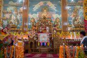 Его Святейшество Далай-лама выступает с речью на торжественном открытии нового зала собраний в канцене Побхор в монастыре Сера. Билакуппе, штат Карнатака, Индия. 15 декабря 2015 г. Фото: Тензин Чойджор (офис ЕСДЛ)
