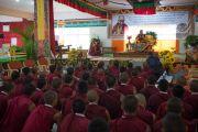 Его Святейшество Далай-лама на встрече с учащимися средней школы монастыря Сера Чже. Билакуппе, штат Карнатака, Индия. 15 декабря 2015 г. Фото: Тензин Чойджор (офис ЕСДЛ)