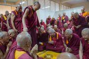Его Святейшество Далай-лама на встрече со старшими монахами монастыря Сера, которые бежали из Тибета в 1959 г. Билакуппе, штат Карнатака, Индия. 16 декабря 2015 г. Фото: Тензин Чойджор (офис ЕСДЛ)