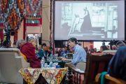 """Ричард Дэвидсон выступает с докладом об альтруизме в науке на 30-й конференции института """"Ум и жизнь"""" в монастыре Сера. Билакуппе, штат Карнатака, Индия. 17 декабря 2015 г. Фото: Тензин Чойджор (офис ЕСДЛ)"""