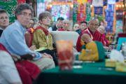 """Геше Дадул Намгьял выступает с докладом о переводе научных терминов на тибетский язык и создании для них новых тибетских слов на 30-й конференции института """"Ум и жизнь"""" в монастыре Сера. Билакуппе, штат Карнатака, Индия. 17 декабря 2015 г. Фото: Тензин Чойджор (офис ЕСДЛ)"""