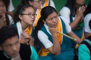 Тибетские школьники на торжественной церемонии освящения нового зала собраний в монастыре Ташилунпо. Билакуппе, штат Карнатака, Индия. 19 декабря 2015 г. Фото: Тензин Чойджор (офис ЕСДЛ)