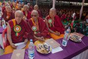 Настоятели и бывшие настоятели тибетских монастыре на торжественной церемонии освящения нового зала собраний в монастыре Ташилунпо. Билакуппе, штат Карнатака, Индия. 19 декабря 2015 г. Фото: Тензин Чойджор (офис ЕСДЛ)