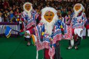 Артисты тибетской оперы выступают на торжественной церемонии освящения нового зала собраний в монастыре Ташилунпо. Билакуппе, штат Карнатака, Индия. 19 декабря 2015 г. Фото: Тензин Чойджор (офис ЕСДЛ)