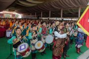 Тибетские школьники исполняют государственный гимн Тибета на торжественной церемонии освящения нового зала собраний в монастыре Ташилунпо. Билакуппе, штат Карнатака, Индия. 19 декабря 2015 г. Фото: Тензин Чойджор (офис ЕСДЛ)