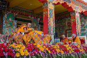Дээрхийн Гэгээнтэн Далай Лам номын айлдвараа үргэлжлүүлэв. Энэтхэг, Карнатака, Билакуппе, Дашлхүнбо хийд. 2015.12.22. Гэрэл зургийг Тэнзин Чойжор (ДЛО)