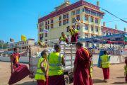 Волонтеры убирают мусор по окончании третьего дня учений Его Святейшества Далай-ламы в монастыре Ташилунпо. Билакуппе, штат Карнатака, Индия. 22 декабря 2015 г. Фото: Тензин Чойджор (офис ЕСДЛ)