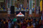 Во время учений Его Святейшества Далай-ламы по 18 коренным текстам и комментариям традиции Ламрим в монастыре Ташилунпо паломники могут следит за происходящим на больших экранах, расставленных на всех площадках. Билакуппе, штат Карнатака, Индия. 24 декабря 2015 г. Фото: Тензин Чойджор (офис ЕСДЛ)
