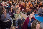 Некоторые из тысяч иностранцев, приехавших на учения Его Святейшества Далай-ламы по 18 коренным текстам и комментариям традиции Ламрим в монастыре Ташилунпо. Билакуппе, штат Карнатака, Индия. 25 декабря 2015 г. Фото: Тензин Чойджор (офис ЕСДЛ)