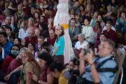 Некоторые из более чем 1500 западных паломников слушают Его Святейшество Далай-ламу в монастыре Ташилунпо. Билакуппе, штат Карнатака, Индия. 28 декабря 2015 г. Фото: Тензин Чойджор (офис ЕСДЛ)