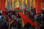 В храме монастыря Ташилунпо во время встречи Его Святейшества Далай-ламы с паломниками из стран Азии. Билакуппе, штат Карнатака, Индия. 28 декабря 2015 г. Фото: Тензин Чойджор (офис ЕСДЛ)