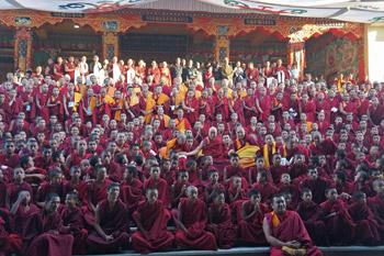 Далай-лама покинул монастырь Ташилунпо и отправился в Бангалор