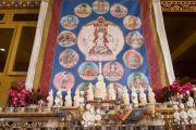 """Ритуальные подношения (торма) установлены перед тханкой с изображением """"16 капель линии кадам"""" в монастыре Ташилунпо. Билакуппе, штат Карнатака, Индия. 30 декабря 2015 г. Фото: Тензин Чойджор (офис ЕСДЛ)"""