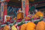 """Его Святейшество Далай-лама во время первого дня посвящения """"16 капель линии кадам"""" в монастыре Ташилунпо. Билакуппе, штат Карнатака, Индия. 30 декабря 2015 г. Фото: Тензин Чойджор (офис ЕСДЛ)"""