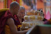 Линг Ринпоче читает восхваления во время молебна о долголетии Его Святейшества Далай-ламы. Билакуппе, штат Карнатака, Индия. 1 января 2016 г. Фото: Тензин Чойджор (офис ЕСДЛ)
