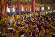 Монахи совершают ритуальные подношения во время молебна о долголетии Его Святейшества Далай-ламы. Билакуппе, штат Карнатака, Индия. 1 января 2016 г. Фото: Тензин Чойджор (офис ЕСДЛ)