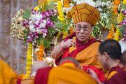 Его Святейшество Далай-лама во время молебна о долголетии. Билакуппе, штат Карнатака, Индия. 1 января 2016 г. Фото: Тензин Чойджор (офис ЕСДЛ)