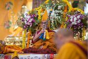 Его Святейшество Далай-лама во время молебна о долголетии в монастыре Ташилунпо. Билакуппе, штат Карнатака, Индия. 1 января 2016 г. Фото: Тензин Чойджор (офис ЕСДЛ)