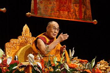 На понедельник запланировано выступление Далай-ламы в клинике Майо