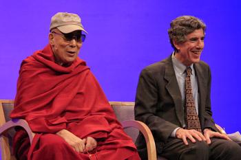 «Мир, который мы строим». Далай-лама принял участие в беседе с учеными Центра здоровья ума