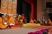 """Его Святейшество Далай-лама дарует учения по произведению геше Лангри Тангпы """"Восемь строф о преобразовании ума"""". Мэдисон, штат Висконсин, США. 8 марта 2016 г. Фото: Шераб Лхацанг"""