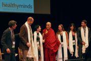 """Его Святейшество Далай-лама и докладчики утренней сессии встречи """"Мир, который мы строим"""". Мэдисон, штат Висконсин, США. 9 марта 2016 г. Фото: Джереми Рассел (офис ЕСДЛ)"""