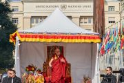 Его Святейшество Далай-лама выступает на площади перед Дворцом Наций в Женеве. Женева, Швейцария. 11 марта 2016 г. Фото: Оливье Адам