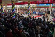 Вид на двор главного тибетского храма во время празднования 100-летия Института тибетской медицины и астрологии (Менциканг). Дхарамсала, Индия. 23 марта 2016 г. Фото: Тензин Чойджор (офис ЕСДЛ)