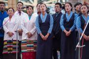 Сотрудники Института тибетской медицины и астрологии исполняют песню, написанную к церемонии по случаю 100-летия Менциканга. Дхарамсала, Индия. 23 марта 2016 г. Фото: Тензин Чойджор (офис ЕСДЛ)