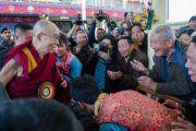 Его Святейшество Далай-лама покидает главный тибетский храм по завершении церемонии по случаю 100-летия Института тибетской медицины и астрологии (Менциканг). Дхарамсала, Индия. 23 марта 2016 г. Фото: Тензин Чойджор (офис ЕСДЛ)