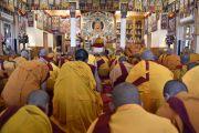 Во время церемонии посвящения в монахи в резиденции Его Святейшества Далай-ламы. Дхарамсала, Индия. 25 марта 2016 г. Фото: Тензин Дамчо (офис ЕСДЛ)