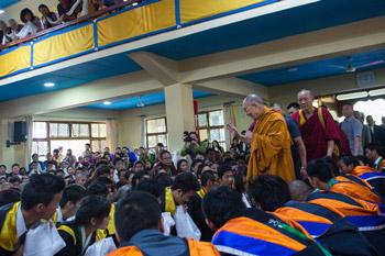 Далай-лама посетил церемонию вручения дипломов в Колледже высшей тибетологии